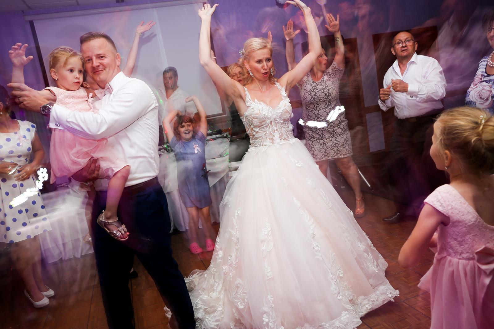 Lucka{{_AND_}}Marek - hop, hop, hop, hop, skáče celá svadba...