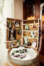 starý kufor so svadobnými fotkami všetkých našich svadobčanov