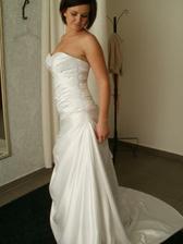 šaty 3- na modelke ani vešiaku ma nezaujali, ale na mne sa mi moc páčili