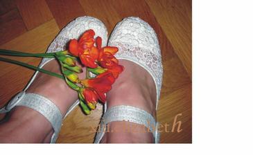 mám i svatební botičky...bez podpadku!