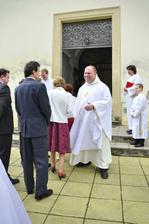 kněz v dobré náladě