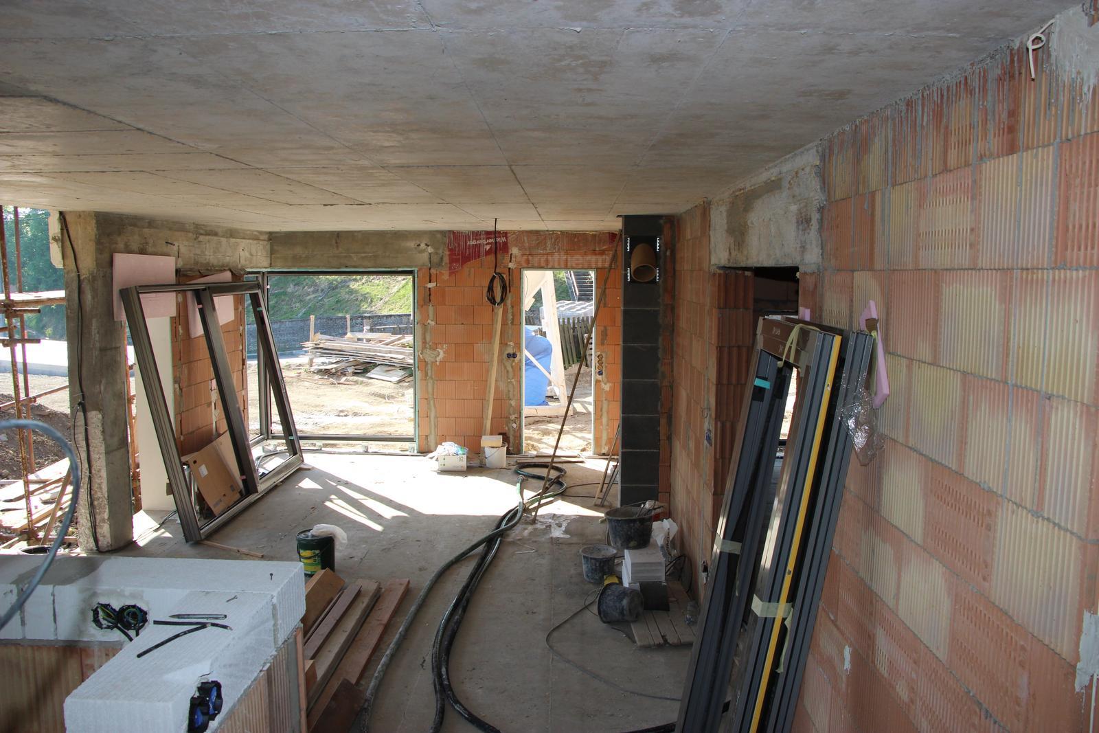 Začínáme..pokračujeme..finišujeme ;-) - pohled z kuchyně do obýváku