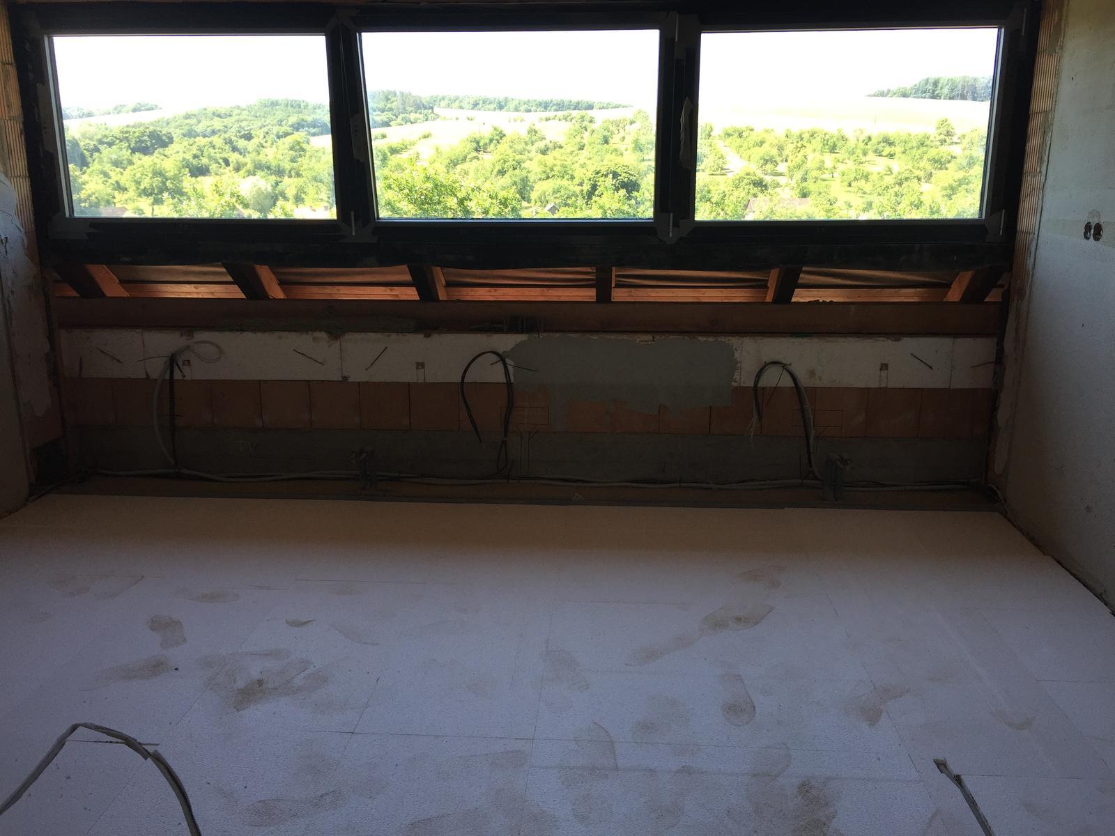 Začínáme..pokračujeme..finišujeme ;-) - V podkroví se začíná s podlahami..
