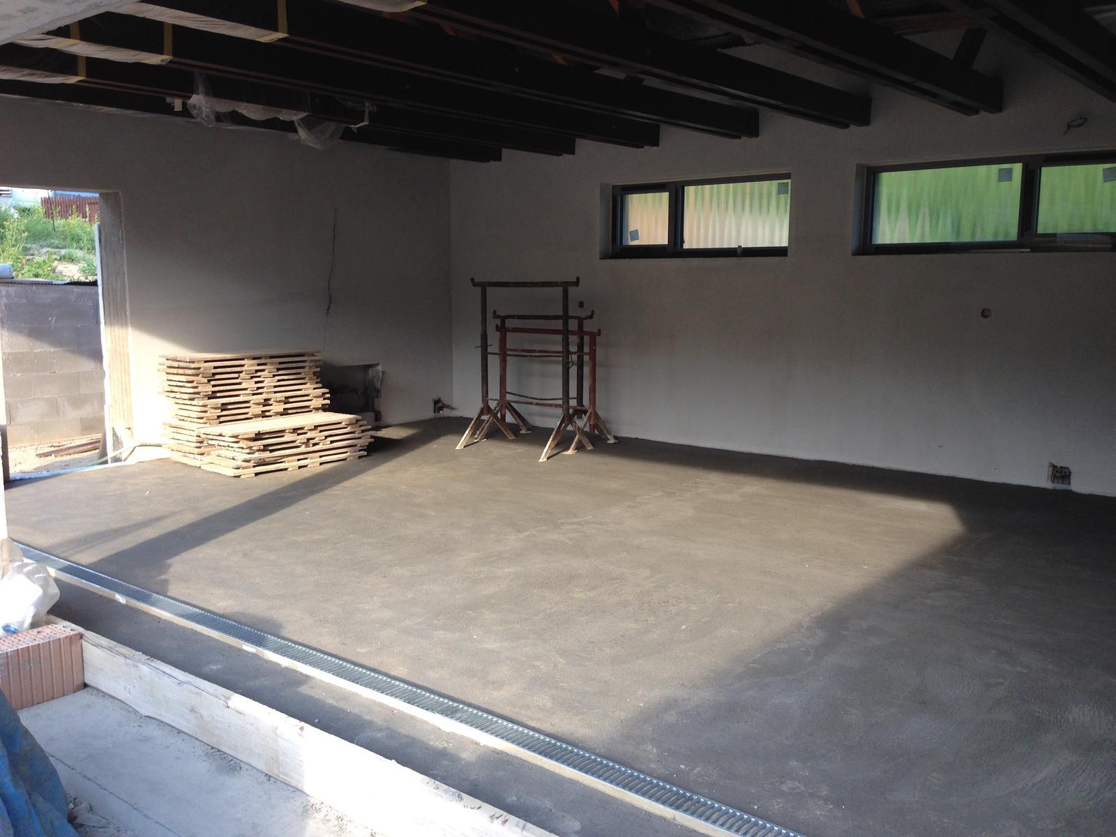 Začínáme..pokračujeme..finišujeme ;-) - Podlaha v garáži vylitá