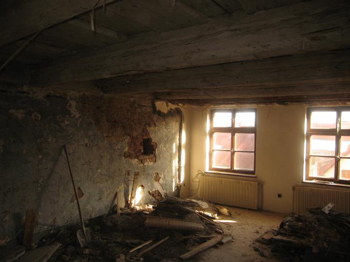 Rekonstrukce se blíží k závěru - Postupné odhalování krásy budoucí ložnice