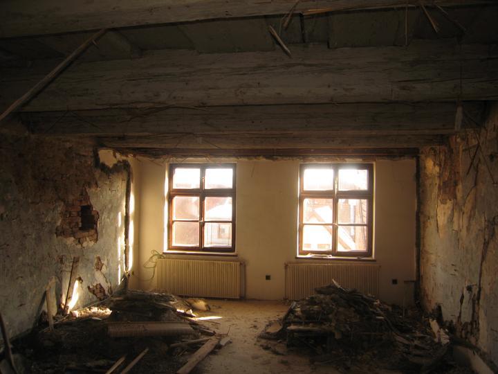 Rekonstrukce se blíží k závěru - Ložnice ještě v sutinách