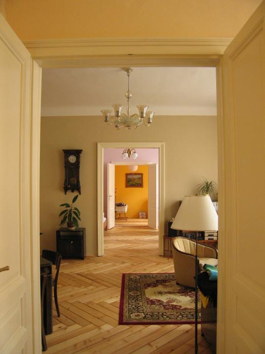 Náš starý byt - Enfiláda od kuchyně až do dětského pokoje.
