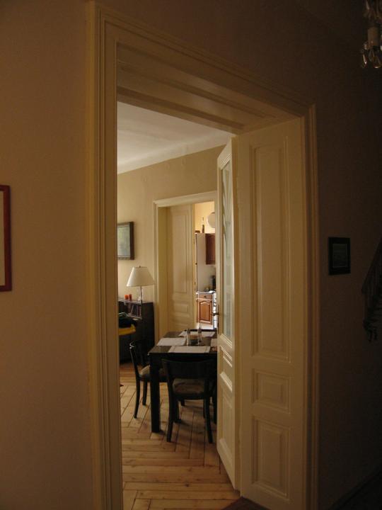 Náš starý byt - A průhled z chodby až do kuchyně.