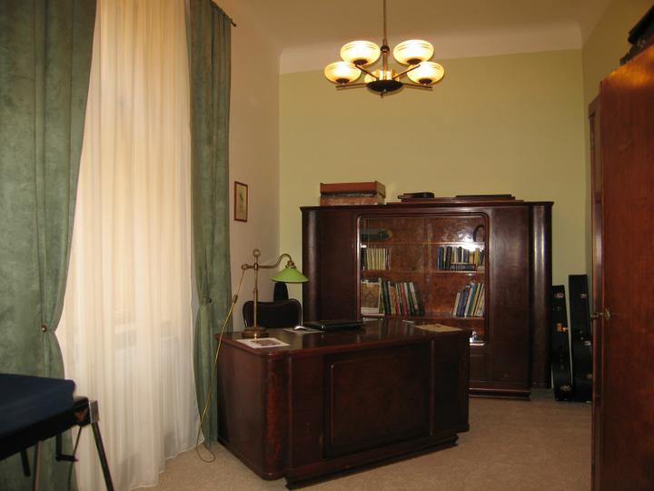 Náš starý byt - Zde drahý úřaduje:)