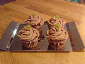 Velvet cup cakes s mascarem a hořkou čokoládou