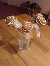 Cake pops... hm, než jsem je stačila vyfotit,  tak jsem jich část prodala:)