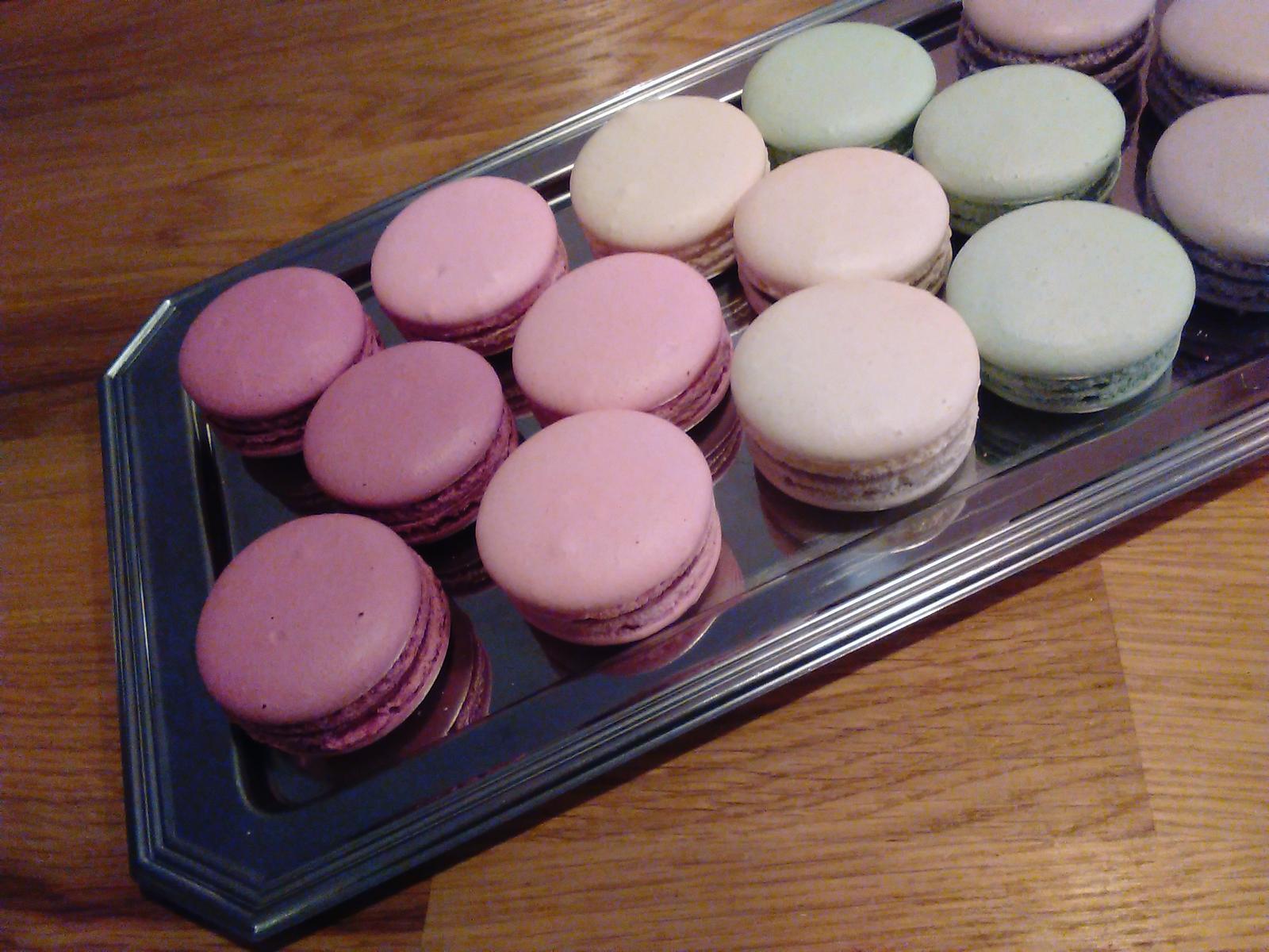 Sladký podzim v mojí kavárně - Tadaaaaa - mám nové makronky, od Mon Macaron:) Ty ovšem nepeču, to bych se zbláznila:)