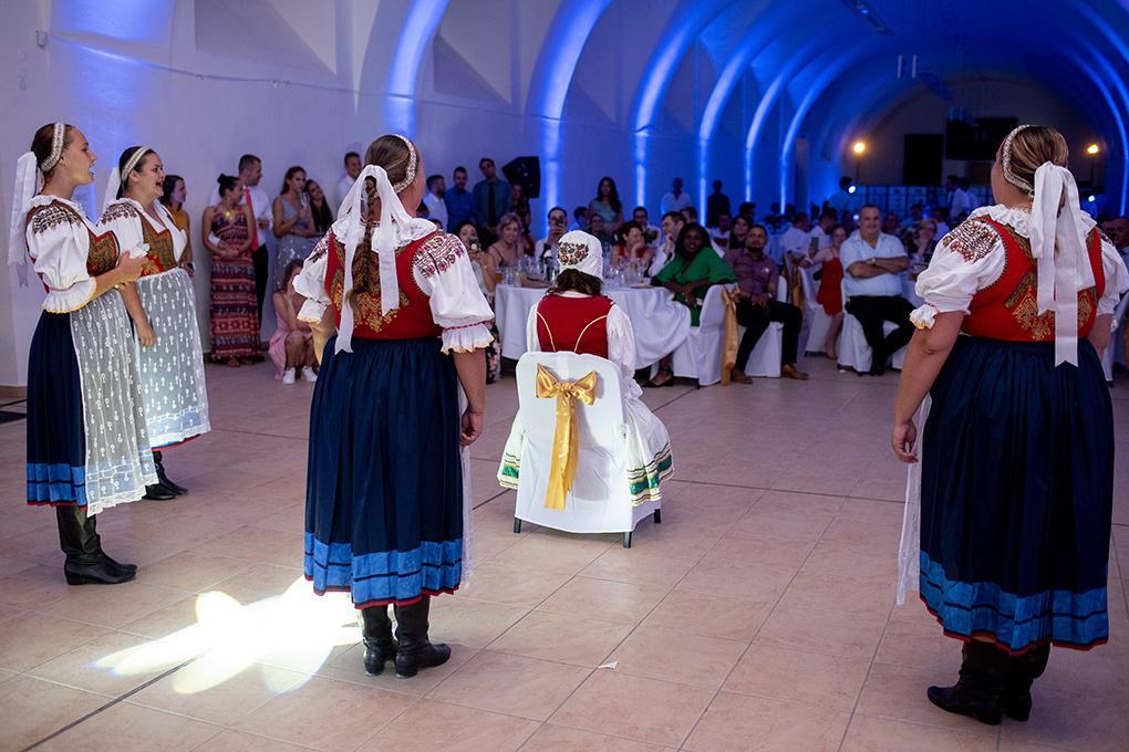 Svadba Eva a Tomáš - hrad Červený kameň - Obrázok č. 38