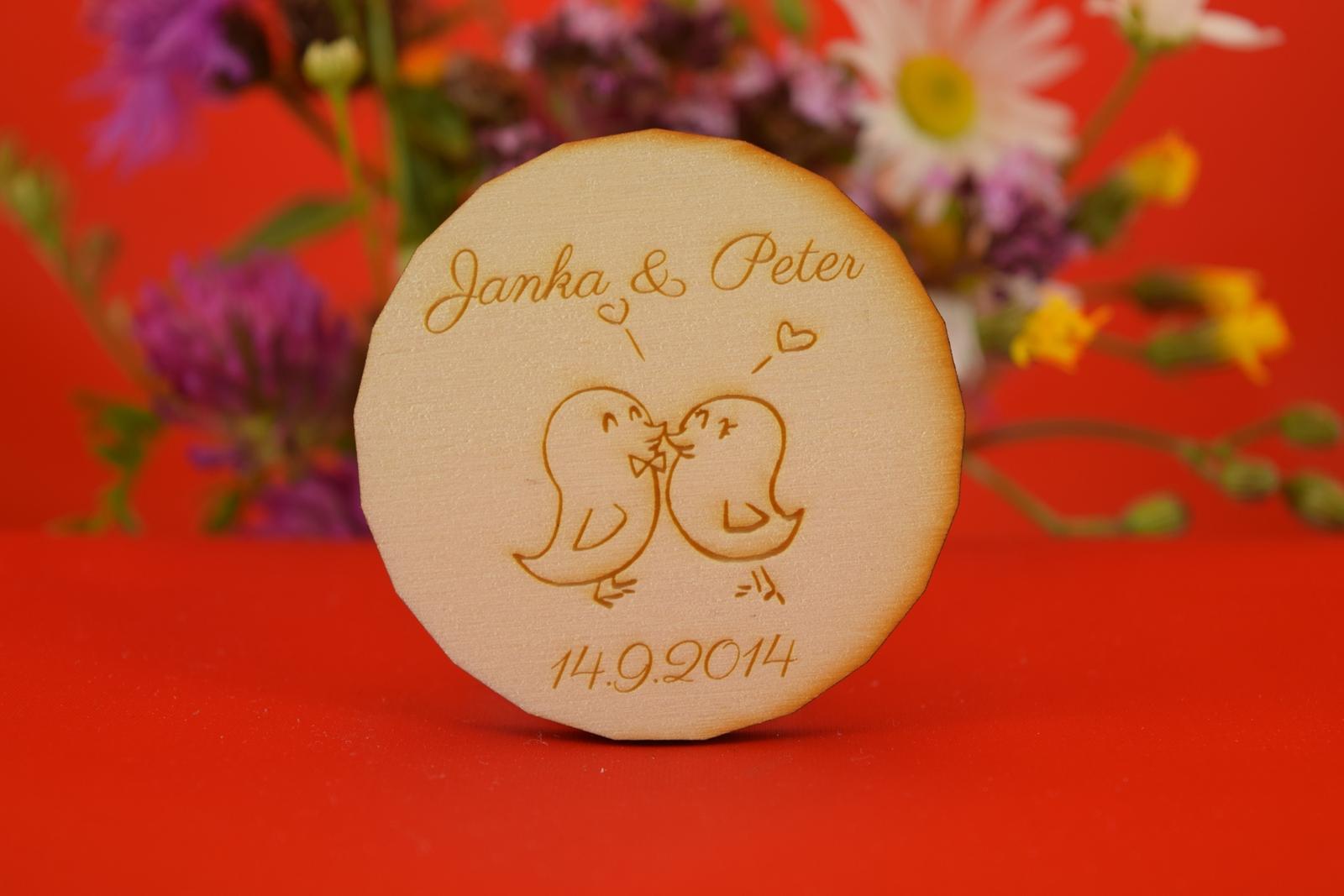 Drevená svadobná magnetka ako darček pre hosti 17 - Obrázok č. 1