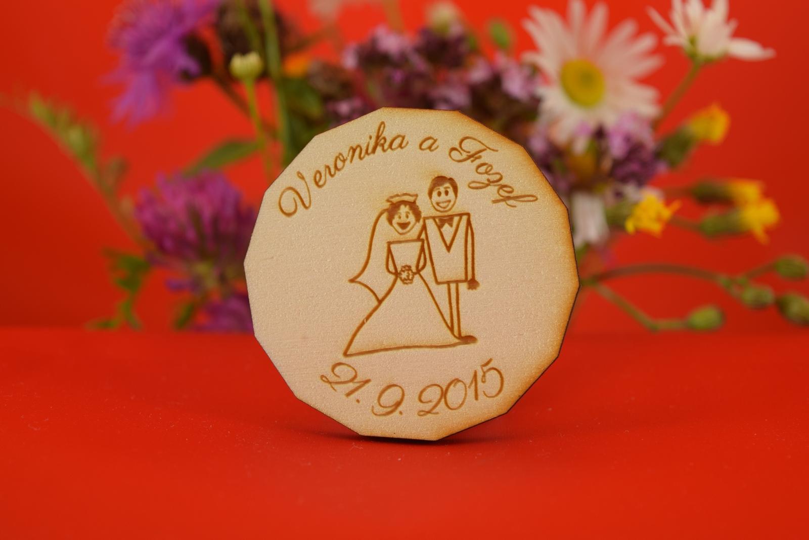 Drevená svadobný magnetka ako darček pre hosti 4 - Obrázok č. 1