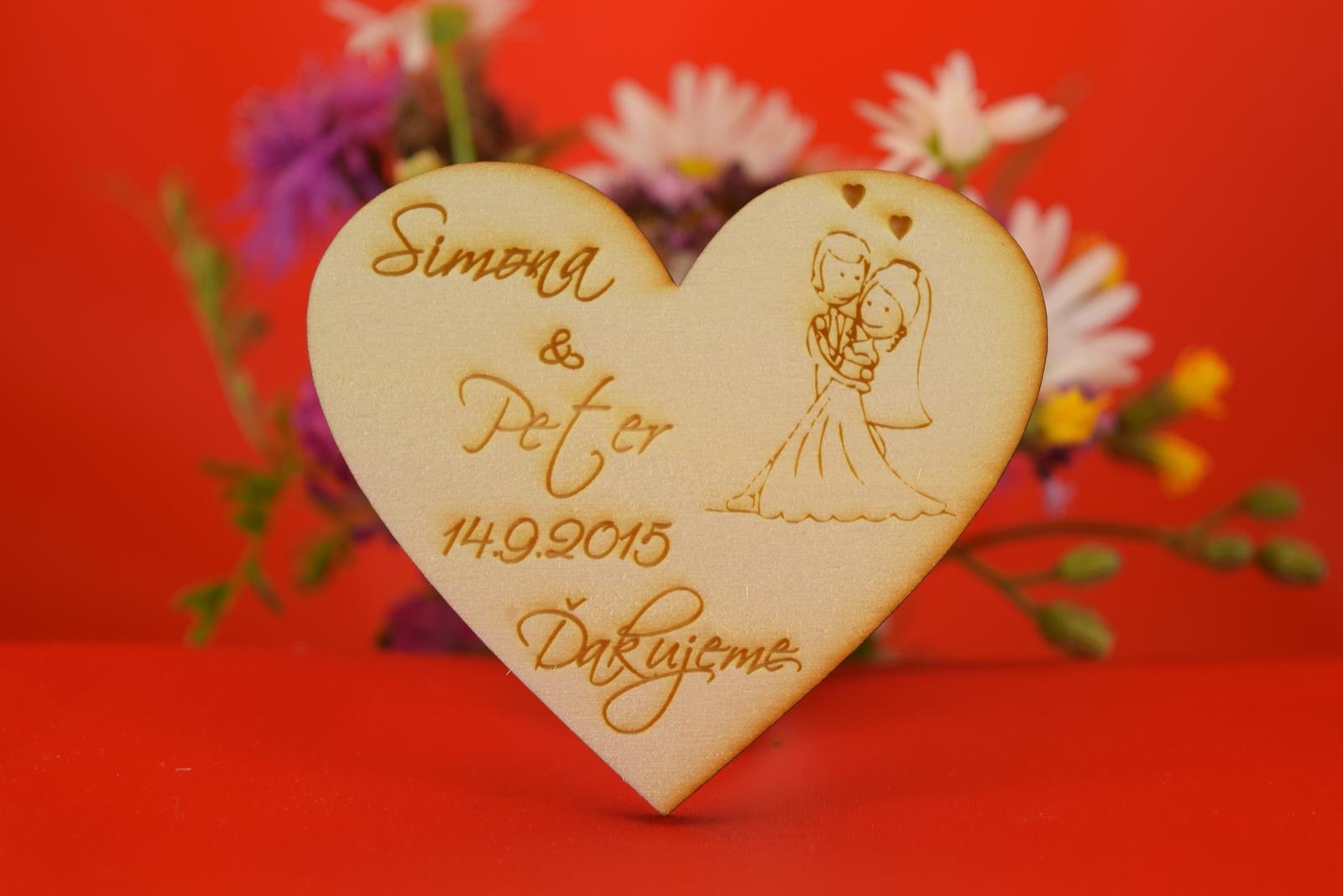 Drevená svadobná magnetka ako darček pre hosti 43 - Obrázok č. 1