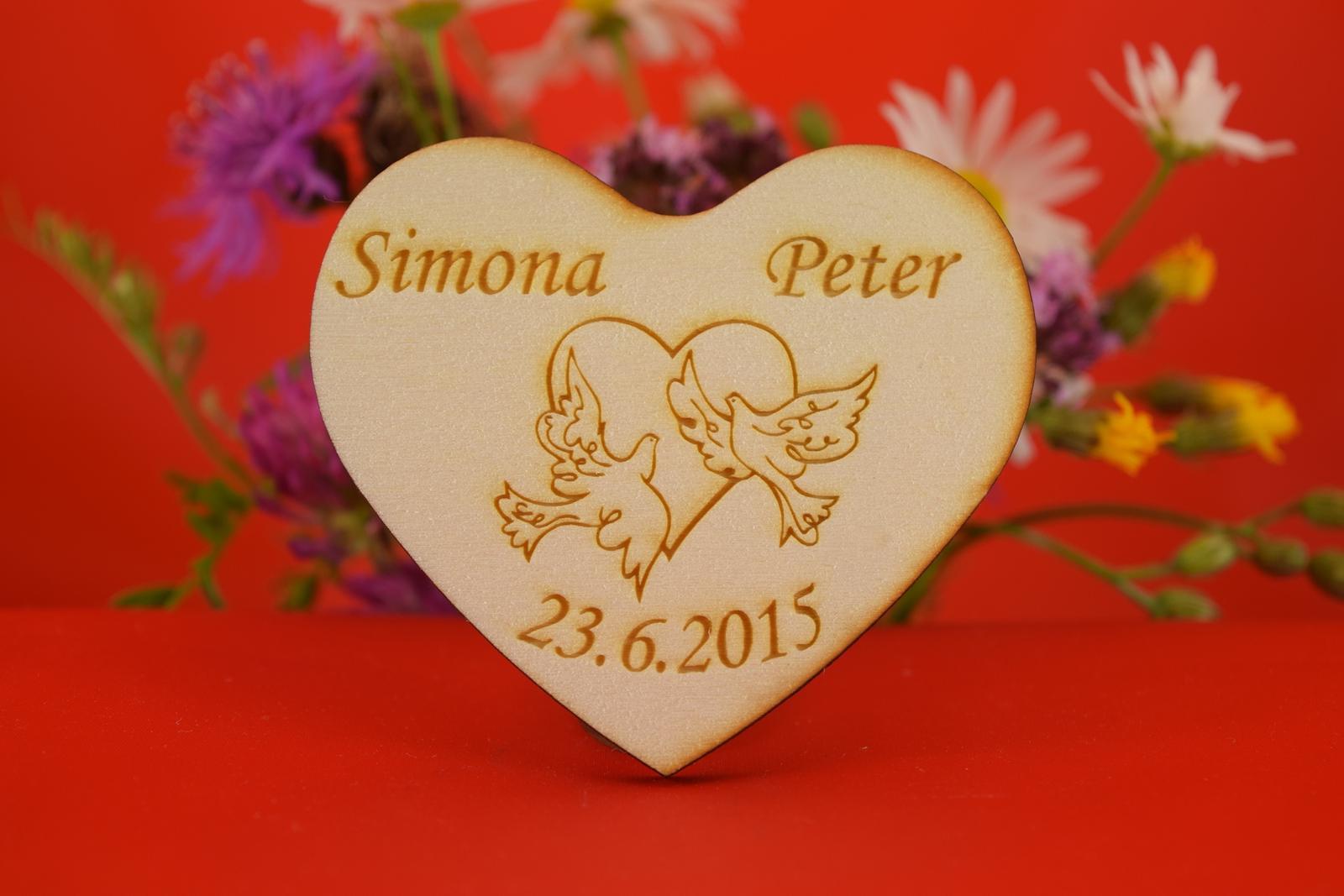 Drevená svadobná magnetka ako darček pre hosti 45 - Obrázok č. 1