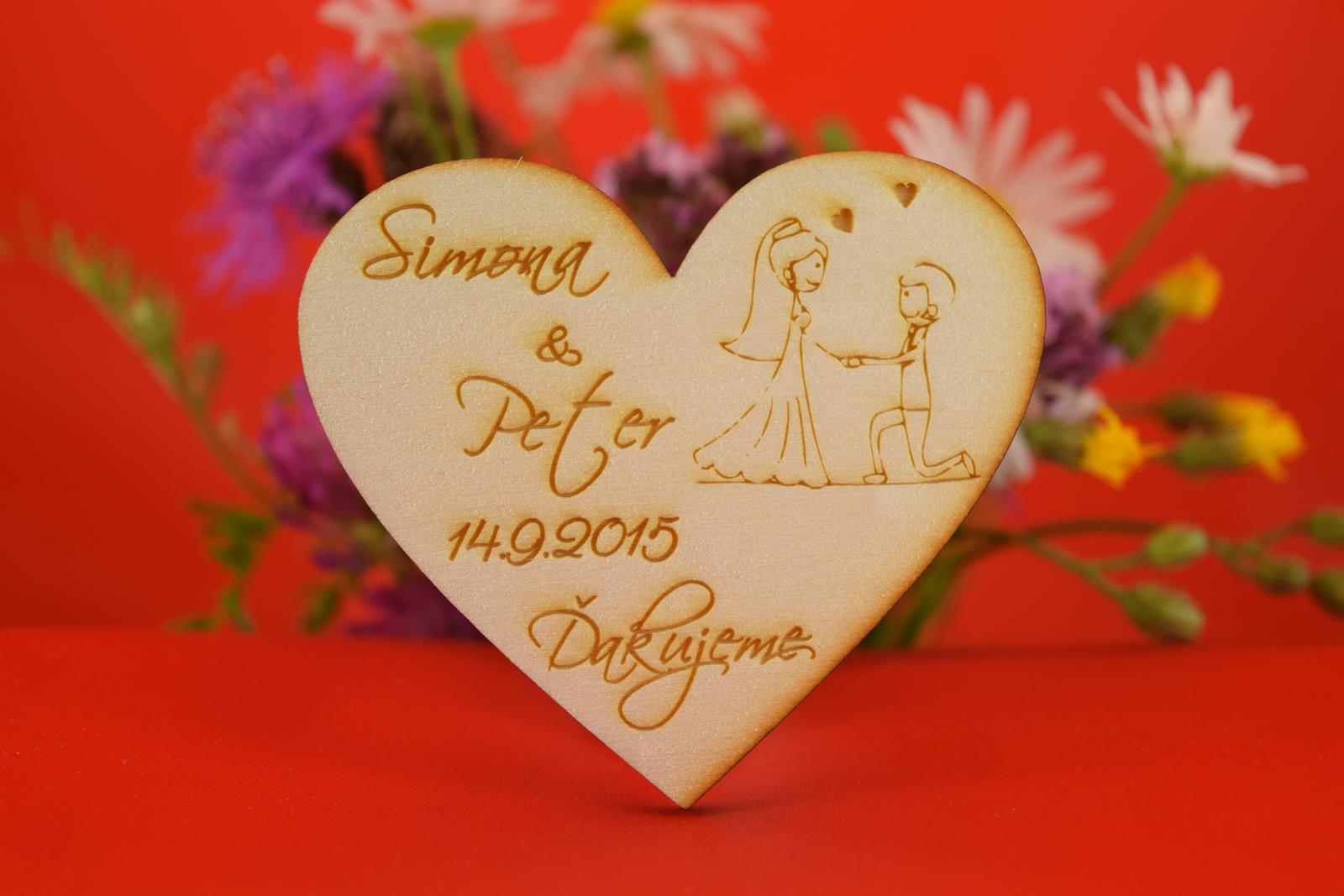 Drevená svadobná magnetka ako darček pre hosti 40 - Obrázok č. 1