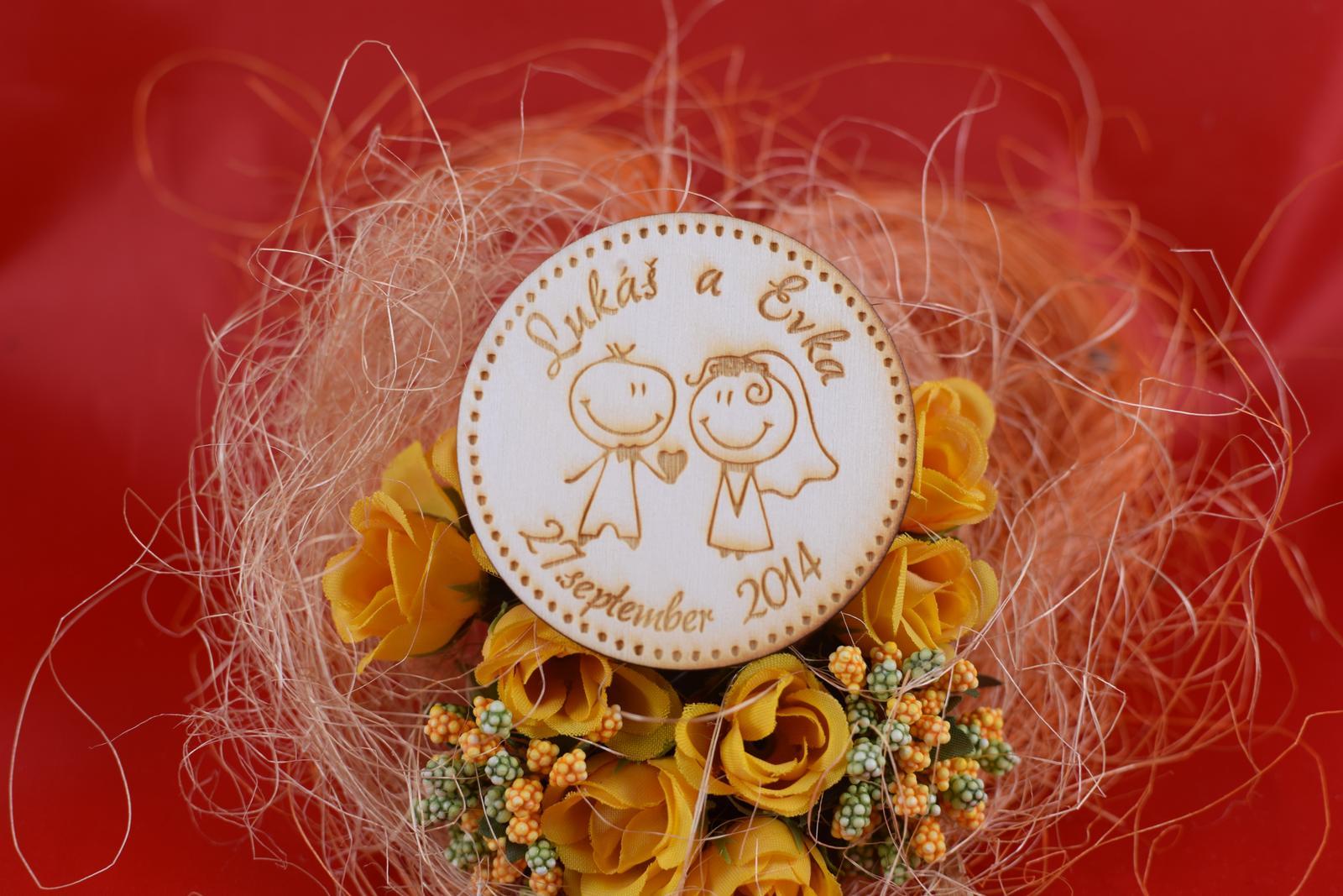 Drevená svadobná magnetka ako darček pre hosti 71 - Obrázok č. 1