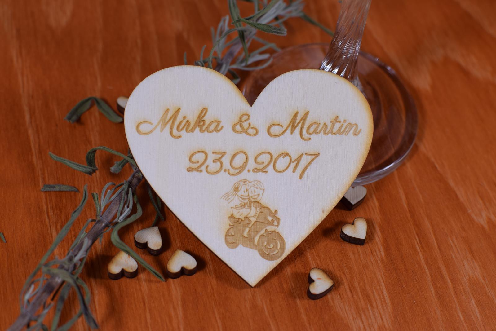 Gravírovaná drevená svadobná magnetka 106 - Obrázok č. 1