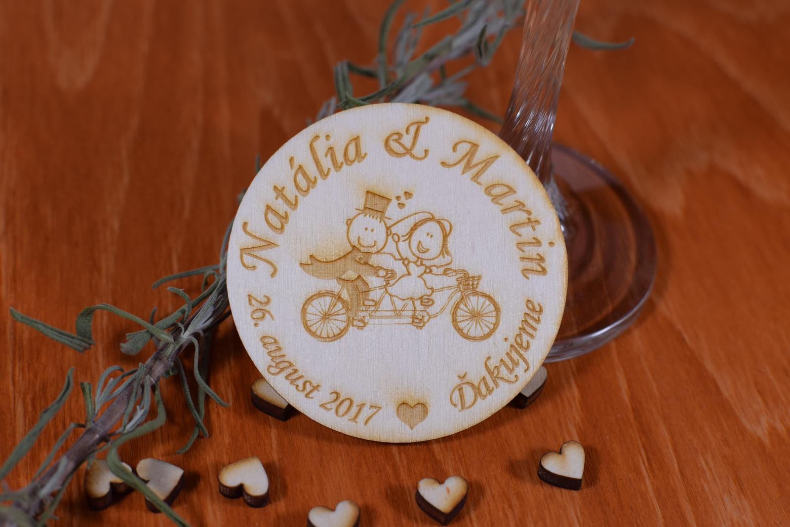 Gravírovaná drevená svadobná magnetka 110 - Obrázok č. 1