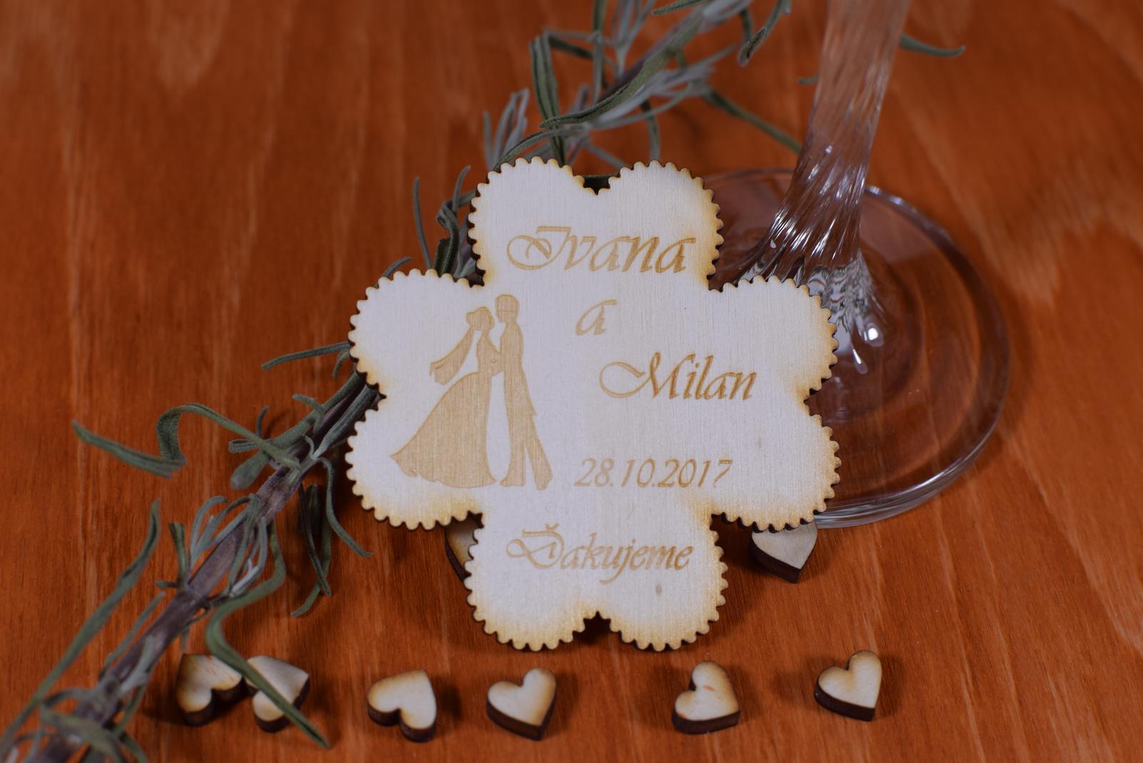 Gravírovaná drevená svadobná magnetka štvorlistok  - Obrázok č. 1