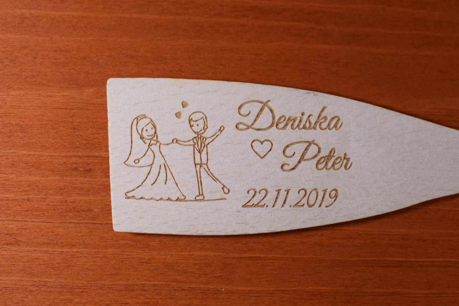 Vareška drevená gravírovaná darček svadobčanom 3 - Obrázok č. 1