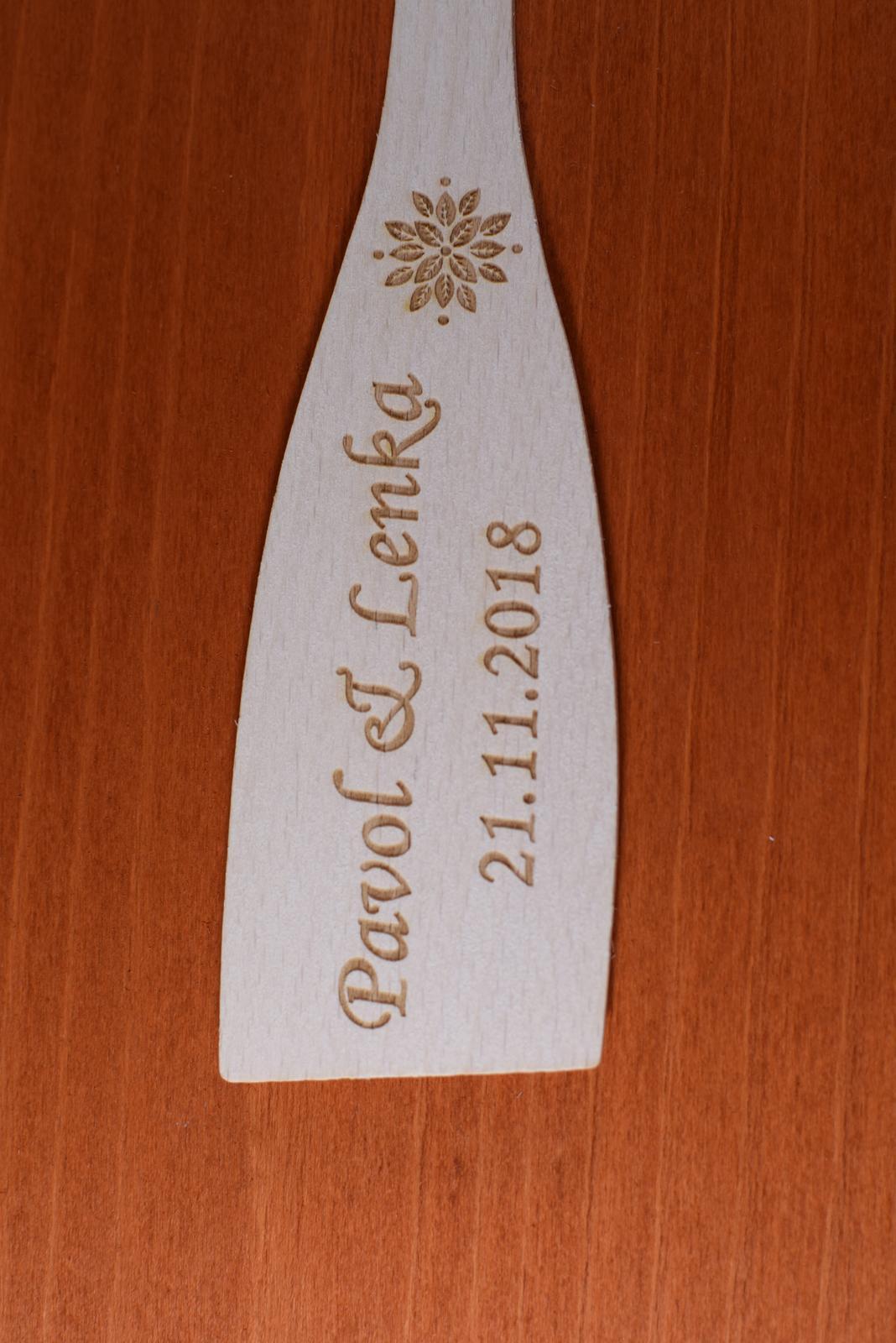 Vareška drevená gravírovaná darček svadobčanom 4 - Obrázok č. 1