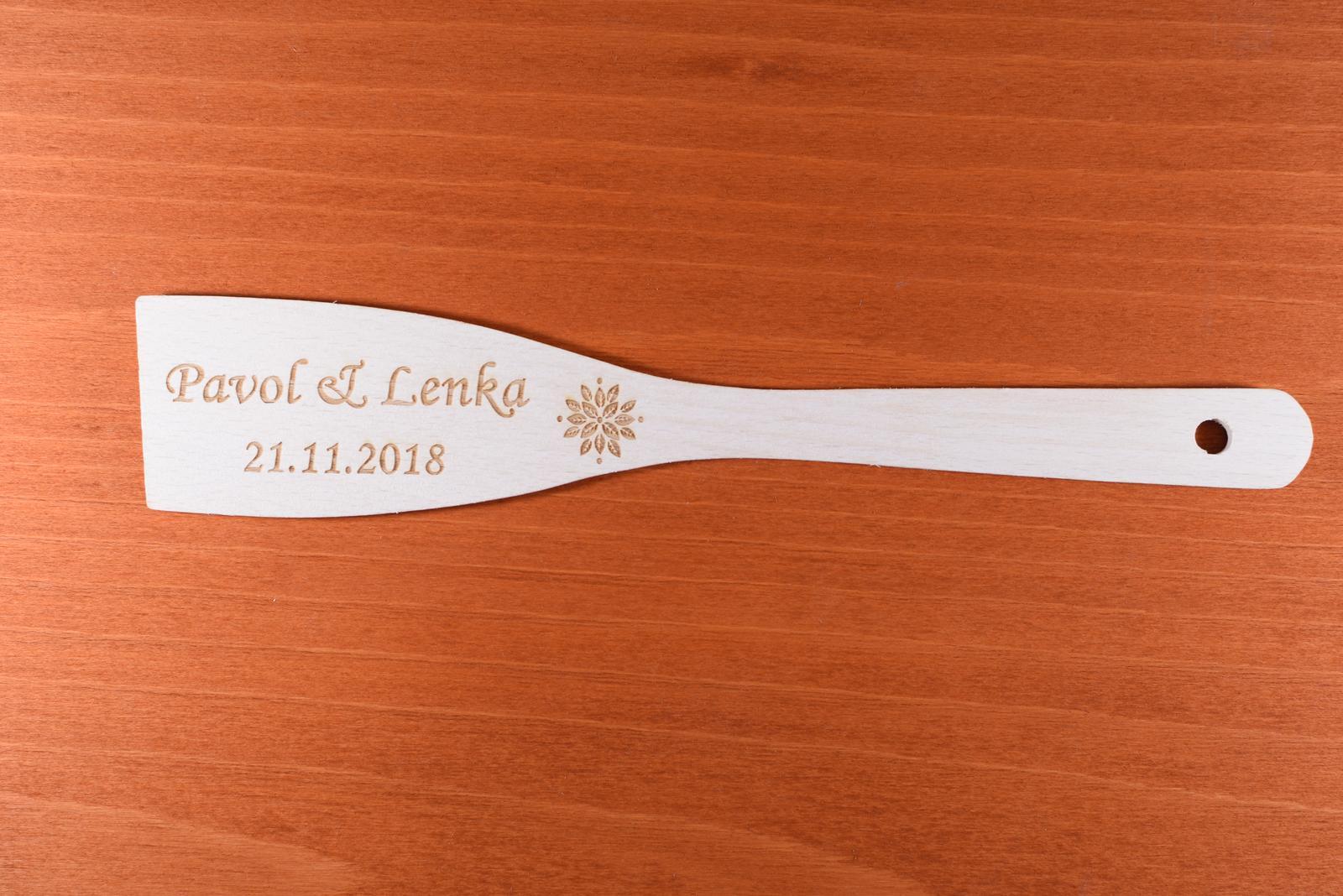 Vareška drevená gravírovaná darček svadobčanom 4 - Obrázok č. 2