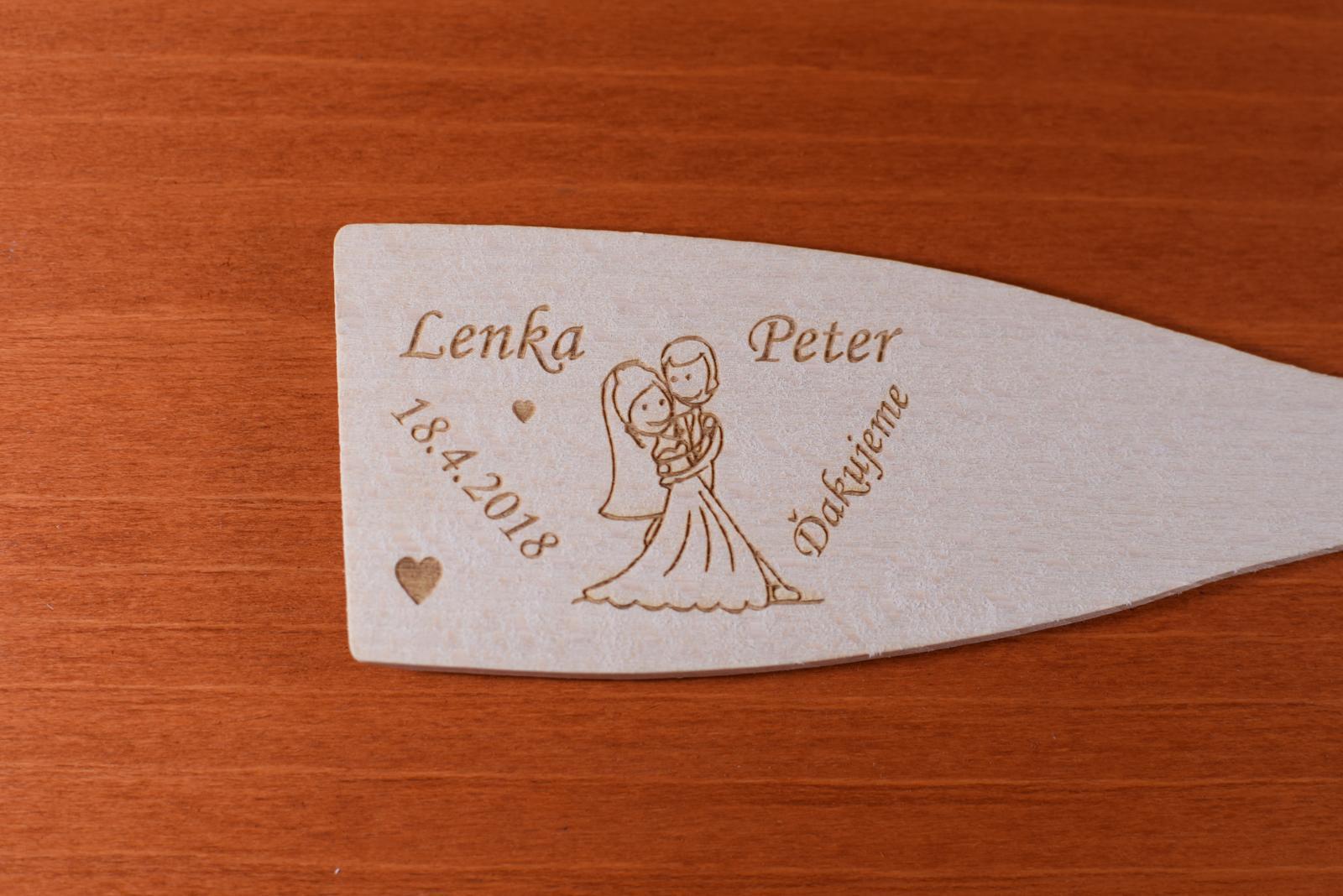 Vareška drevená gravírovaná darček svadobčanom 7 - Obrázok č. 2