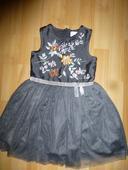 Šedé tylové šaty s vyšívkou vel.98-104, 98