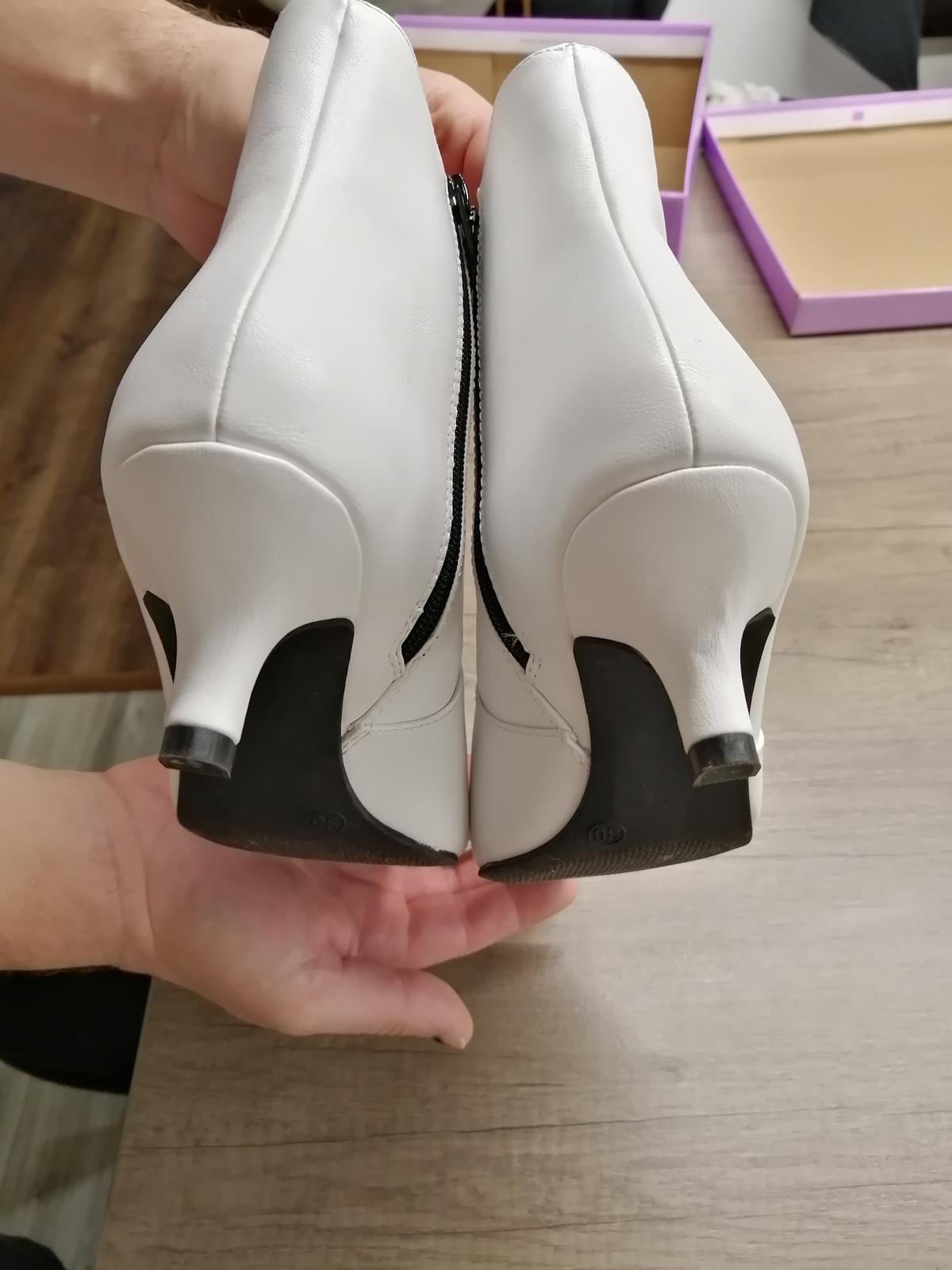 Biele čižmičky - Obrázok č. 2