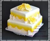 Svatební dort v bílo-žlutém provedení