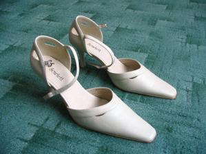 V těchto botkách budu skotačit ve svatební den.