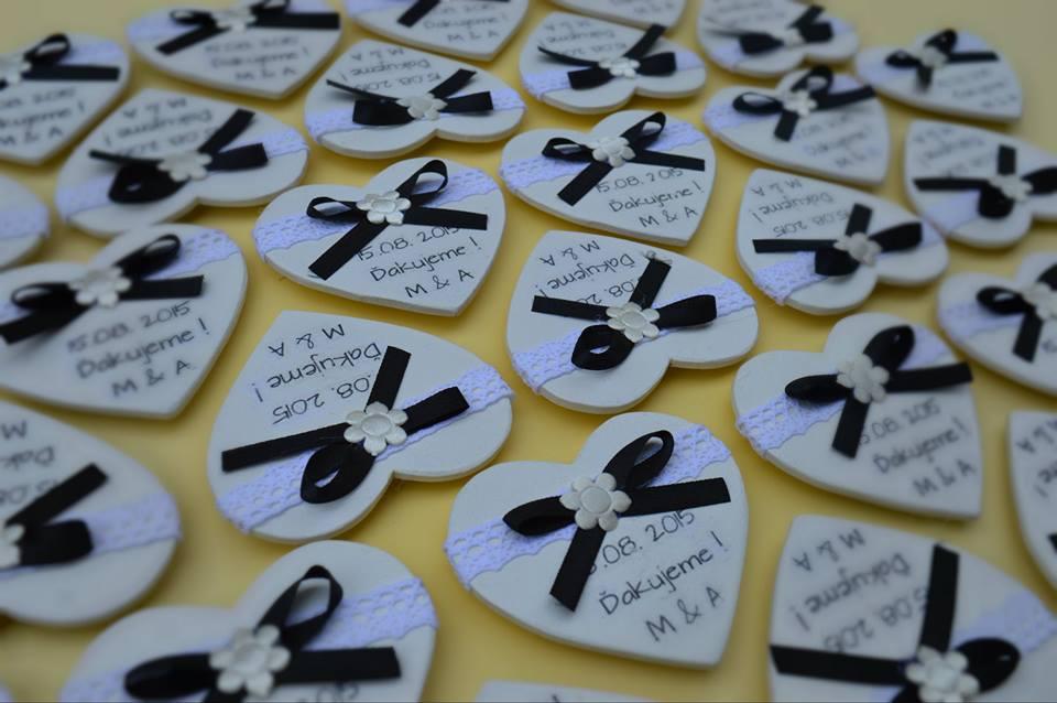 Darček pre svadobčanov ... - srdiečka majú zozadu magnet...