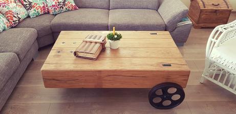 Krásny dubový stôl s povrchovou úpravou olejovaním...