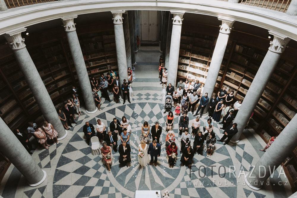 Letní svatba odehrávající se na Kačině a v prostředí hájovny - Obrázek č. 1