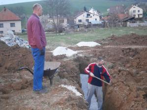 Začisťovanie základov a pieskové lôžko...22.03.2014