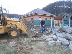 Rozvoz kameňa ... stroj je stroj .... 26.03.2014