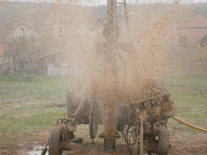 Máme voduuuuuu.... 13,5 m - vŕtaná studňa ... 13.04.2014