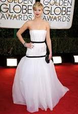 Všichni tyhle šaty kritizujou, já jsem z nich docela nadšená... A ano, mám lehkou obsesi Jennifer Lawrence :P