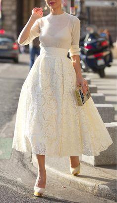 Jak na šaty? - Ta sukně... Bože ta sukně... Asi to tak udělám, sukně a vršek, užiju pak spíš... Ale ach...