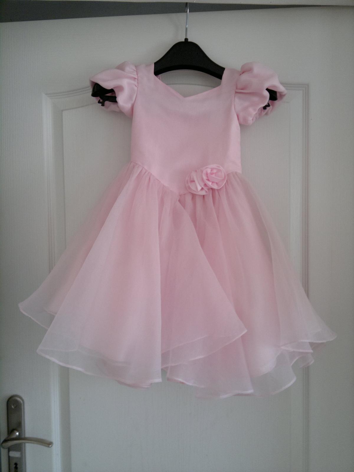 Růžové šatečky pro družičku - Obrázek č. 1