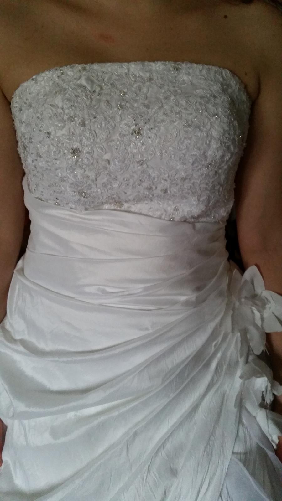 bohaté volánkové šaty - Obrázek č. 3