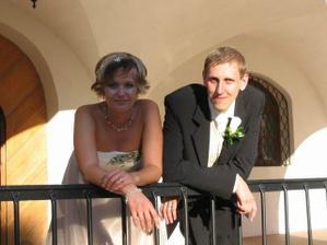 Manželé Dvorští - fotka tu není kvůli ženichovi, ale nevěstině krásnému účesu