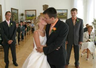 první manželská pusa