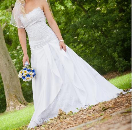 jedinečné svadobné šaty - Obrázok č. 1