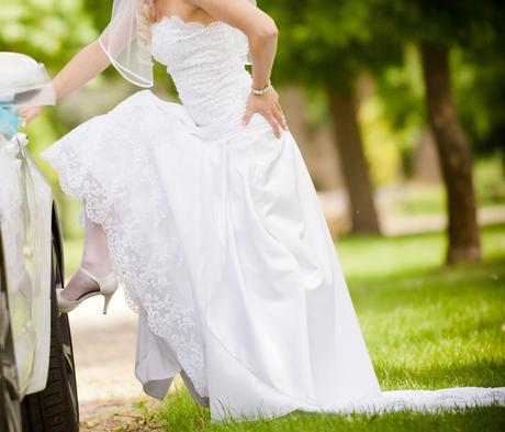 jedinečné svadobné šaty - Obrázok č. 2