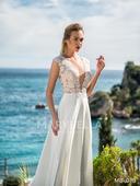 Lehoučké svatební šaty s velkým výstřihem, 40