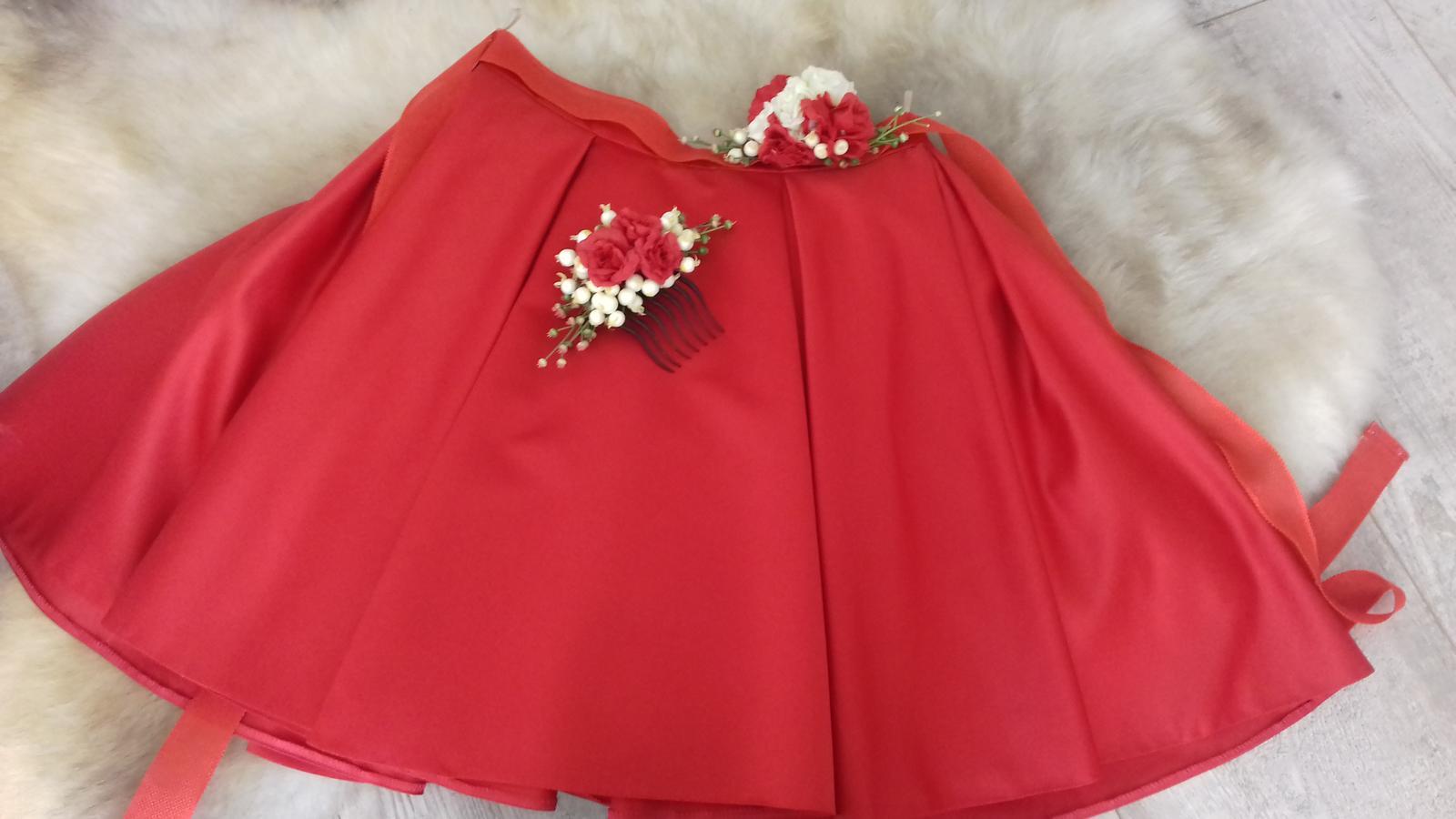 Červená sukňa s opaskom a hrebienkom - Obrázok č. 1